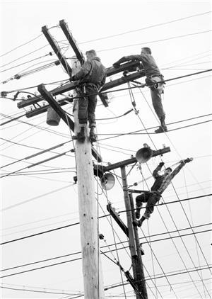 Lịch sử ra đời và phát triển của ngành điện